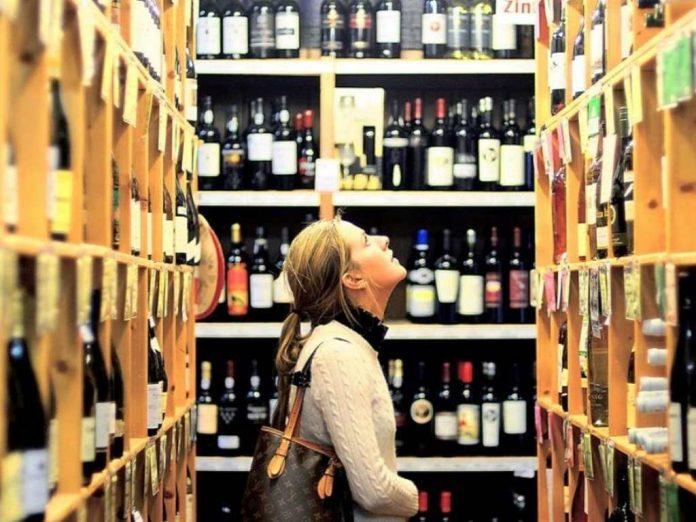 Минфин предлагает продавать алкоголь в обход ритейлеров