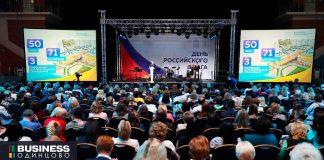 Андрей-Иванов-на-дне-Российского-флага