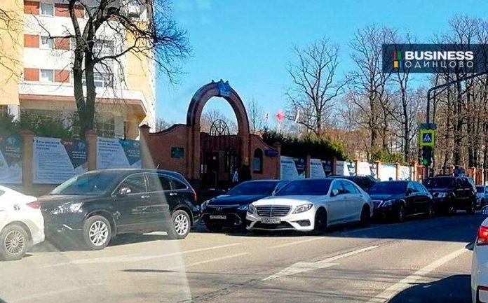 Парковка у МГИМО Одинцово