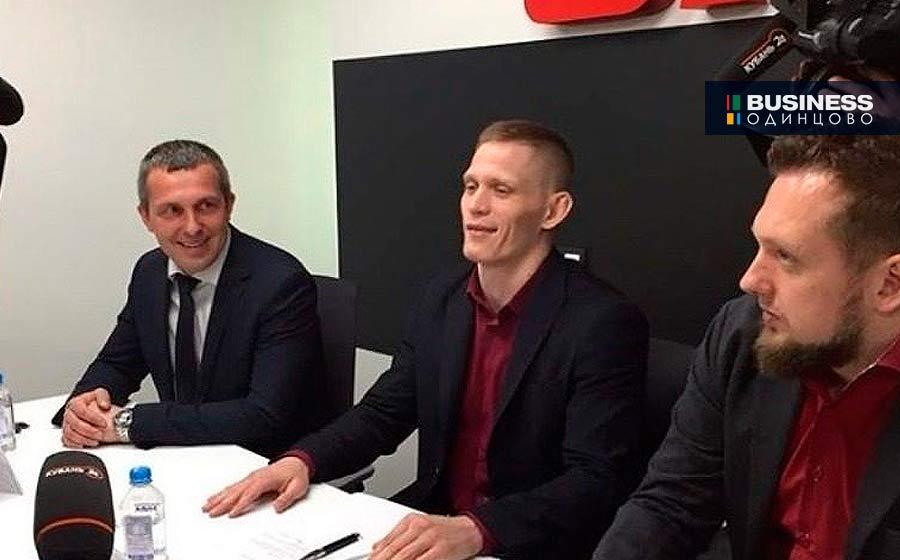 Боец Сергей Хондожко в московском офисе UFC Russia