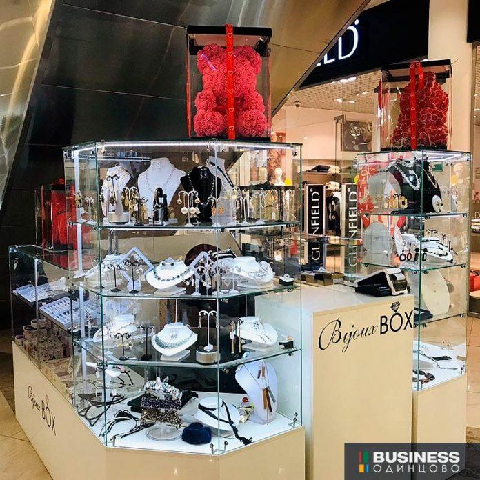 Продается бизнес: Торговая точка в ТЦ Атлас