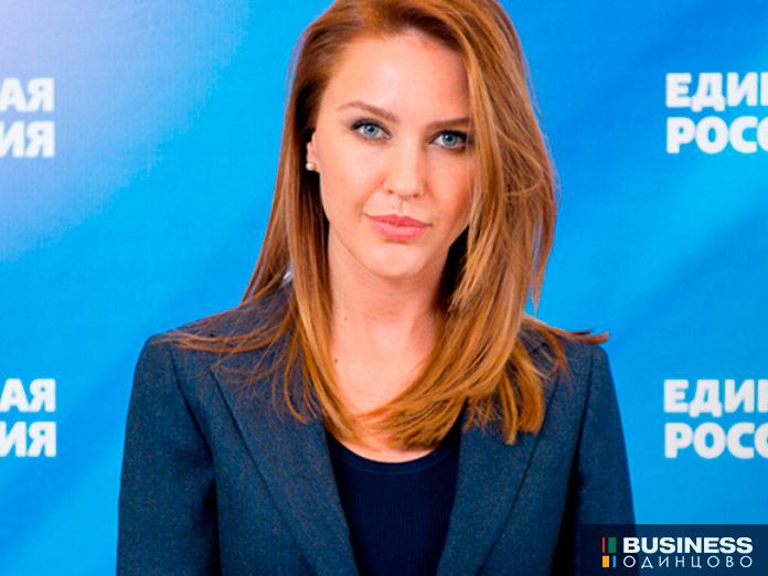 Алена Аршинова - координатор партпроекта «Новая школа», член президиума Генсовета партии Единая Россия