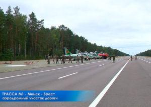 Белорусские войска на трассе М-1 (граница с Россией)