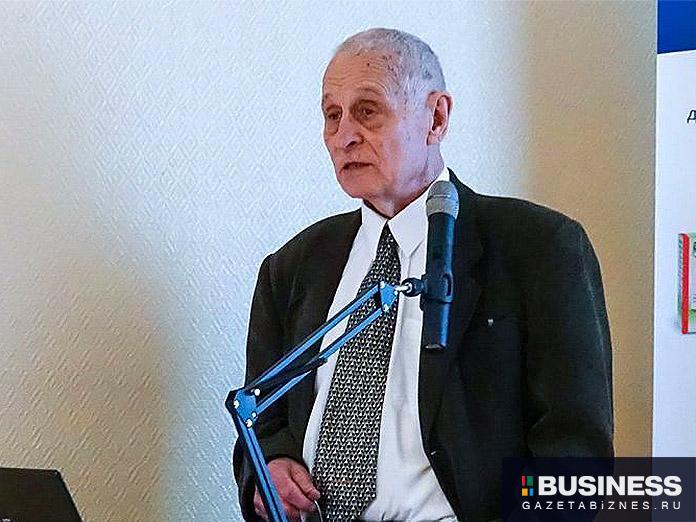 Завотделом НИЦ эпидемиологии и микробиологии имени Гамалеи профессор Александр Бутенко